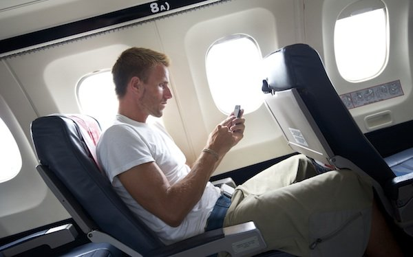 smartphone-airplane-600