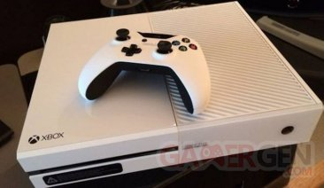 Xbox One White Exclusive Launch Team Commemorative Special Edition  blanche photo 06.01 (2)