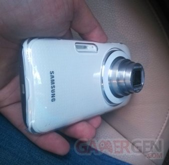 Alleged-Galaxy-K-cameraphone-pictures-appear-with-the-10x-zoom-lens-all-the-way-out (1)