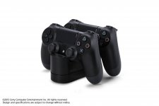 DualShock-4_20-08-2013_manette-chargeur-2