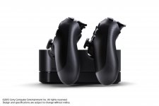 DualShock-4_20-08-2013_manette-chargeur-3