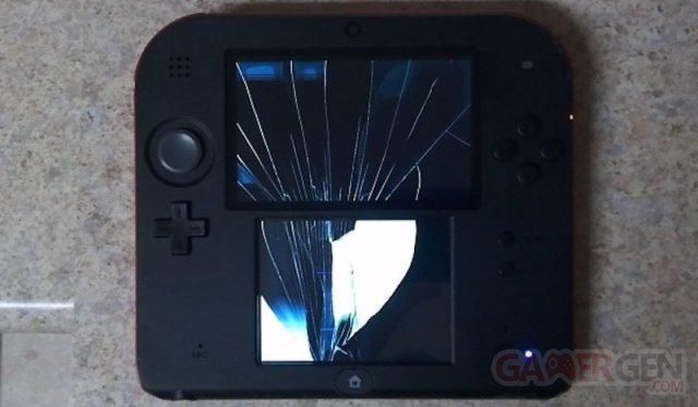 Nintendo 2DS console ecran casse 21.10.2013.