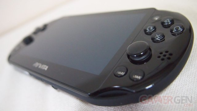 PSVita 2000 Slim deballage Unboxing Photo Maison Console 10.10.2013 (16)