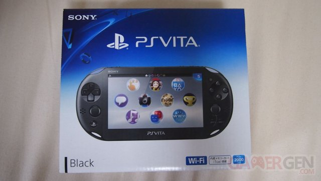 PSVita 2000 Slim deballage Unboxing Photo Maison Console 10.10.2013 (30)