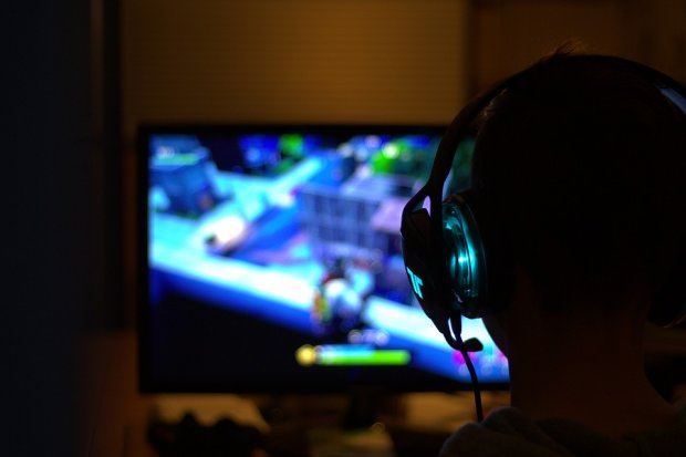 fortnite gamer casque télévision