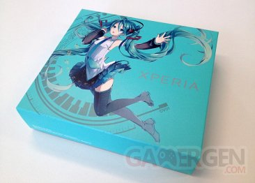DoCoMo-Sony-Xperia-SO-04E-feat.-HATSUNE-MIKU-pack