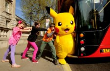 Pikachu kids & bus 2