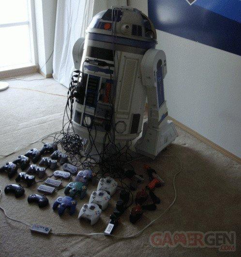 R2-D2 avec 8 consoles 1