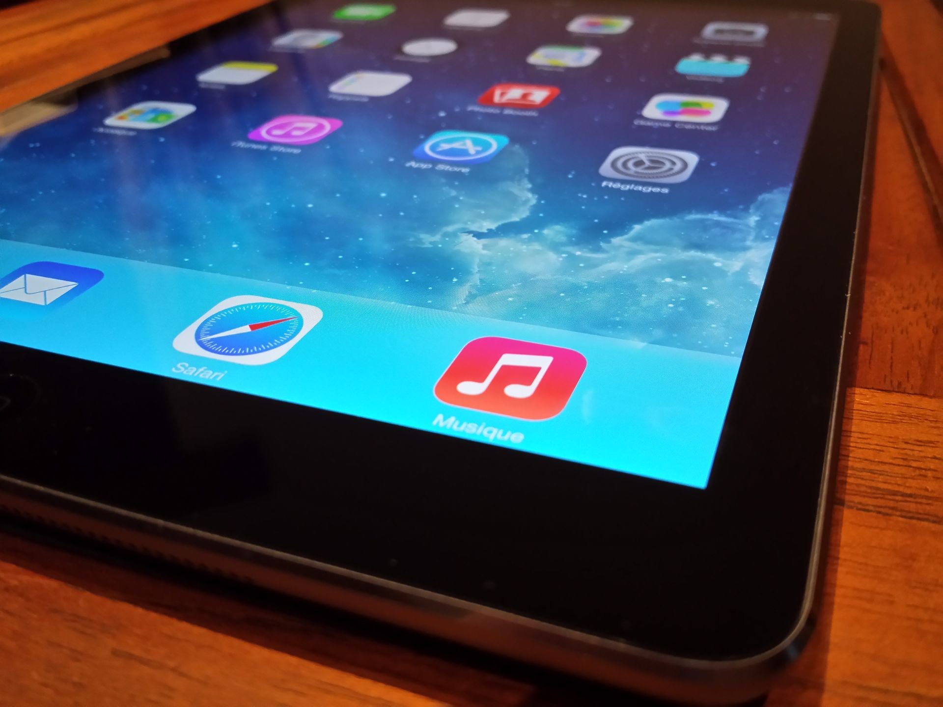 UNBOXING_iPad-Air_21